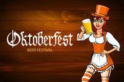 相当一件少女装礼服的年轻德国oktoberfest红色妇女有啤酒传染媒介的 免版税库存照片