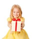 相当产生礼品的小女孩。 欢乐概念。 库存图片