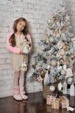 相当作梦圣诞节的女孩 库存图片
