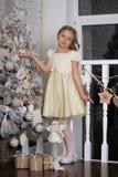 相当作梦圣诞节的女孩 库存照片