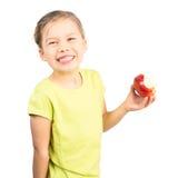 吃苹果计算机的女孩 免版税库存照片