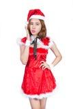 相当圣诞老人服装的亚裔女孩在白色backgr的圣诞节的 免版税库存图片
