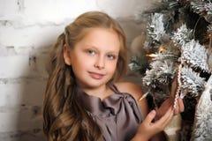 相当圣诞节的女孩 库存照片