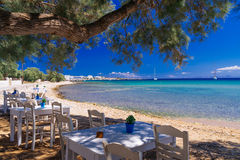 相当在帕罗斯岛海岛上的cycladic小酒馆 免版税库存图片