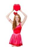 相当在拿着礼物的微型桃红色礼服的年轻模型 图库摄影