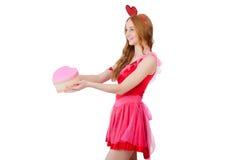 相当在拿着礼物的微型桃红色礼服的年轻模型 库存图片