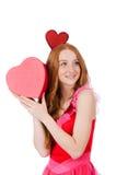 相当在拿着礼物的微型桃红色礼服的年轻模型 免版税图库摄影