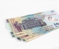 相当在白色背景隔绝的100罗马尼亚列伊价值的四张钞票 免版税库存图片
