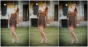 相当摆在农场前面的少妇。非常有棕色短的礼服的可爱的白肤金发的女孩。浪漫少妇摆在 图库摄影