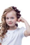 相当摆在用樱桃的有雀斑的女孩 库存照片