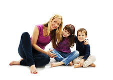 相当有儿子和女儿的年轻母亲 免版税库存图片