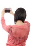 相当有古色古香的照相机的年轻深色的妇女 免版税库存照片