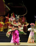 相当有戏剧性服装的中国传统歌剧女演员 库存照片