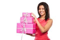 相当有箱子礼物的混合的族种女孩 圣诞节 库存照片
