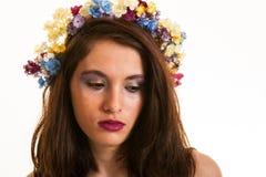 相当有花的青少年的女孩在头发 免版税图库摄影