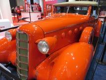 相当橙色LaSalle系列50敞篷车小轿车 免版税图库摄影