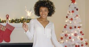 相当烧圣诞节闪烁发光物的少妇 图库摄影