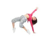 相当现代微小的节律唱诵的音乐样式十几岁的女孩跳跃的跳舞 免版税图库摄影