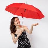 相当礼服的少妇有开放伞的 免版税库存照片
