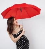 相当礼服的少妇有开放伞的 免版税库存图片