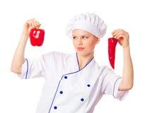 相当选择菜的少妇厨师 免版税库存照片