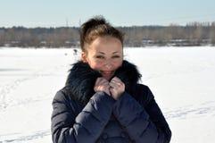 相当雪的性感的女孩 库存图片