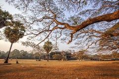 相当围场在日落的吴哥窟,吴哥窟,暹粒,柬埔寨 图库摄影