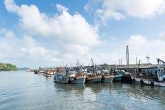 相接小船在普吉岛,泰国 免版税库存照片