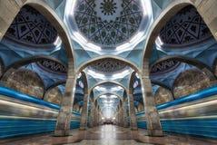 相称地铁站乐团建筑学在中央塔什干, Uzbeki 免版税库存照片