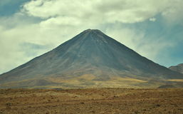 相称火山 免版税库存照片