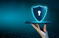 盾互联网电话智能手机被保护免受黑客攻击,防火墙商人新闻在相互的被保护的电话 图库摄影