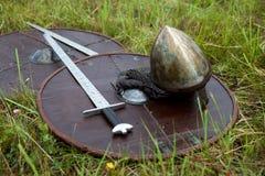 盾和剑水滴 图库摄影