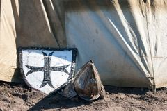 盾和盔甲 免版税库存照片