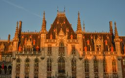省法院和Historium布鲁日大厦 免版税库存图片