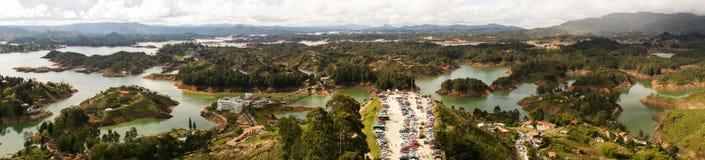 看下来从el penon de Guatape在麦德林,哥伦比亚附近 免版税库存图片