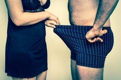 看下来入内衣-减速火箭的样式的男人和妇女 库存图片