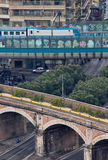 看下来从圣彼得罗圆顶到老和新的火车排行 库存照片