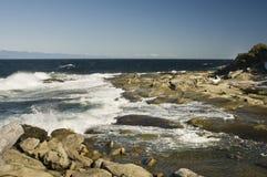 看东部横跨乔治亚海峡, Orlebar点, Gabriola海岛, BC,加拿大 免版税图库摄影
