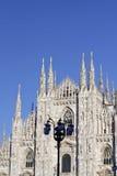 看中央寺院二意味米兰大教堂的米兰在意大利,有b的 免版税图库摄影