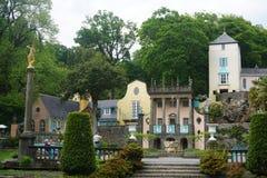 看从庭院在Portmeirion,北部威尔士 免版税库存图片