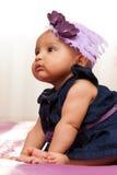 看可爱的矮小的非裔美国人的女婴-黑peopl 免版税图库摄影