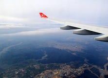 看土耳其空气喷气式飞机窗口,在伊斯坦布尔,土耳其, 2016年 库存照片