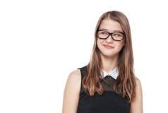 年轻看在某事的玻璃的时尚十几岁的女孩 免版税库存照片