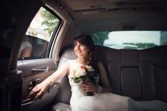 看在窗口的新娘 库存图片