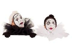 看在边界之上的二个滑稽的小丑 免版税库存照片