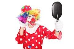 看在镜子的男性小丑 免版税库存图片