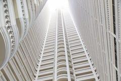 看在高层建筑物的光 库存照片