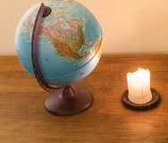看地球和作梦关于旅行 免版税库存图片