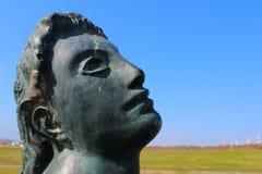 看天空的雕象 图库摄影