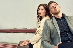 看夫妇的时尚在城市 图库摄影